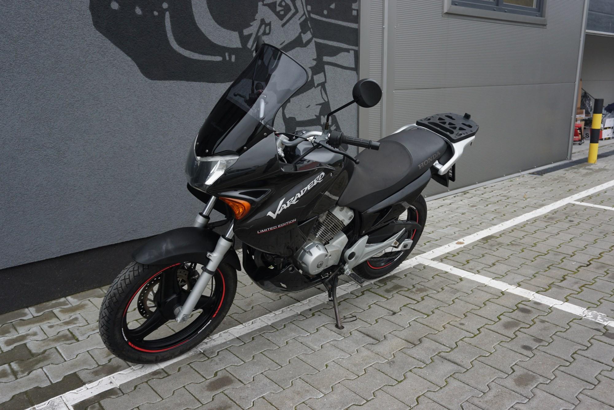 Honda Varadero 125 BLACK